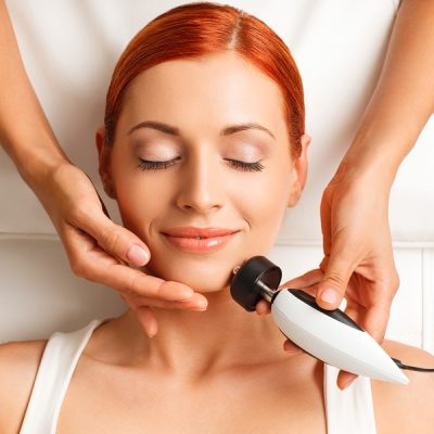 Straffere Haut durch Neubildung von Collagen